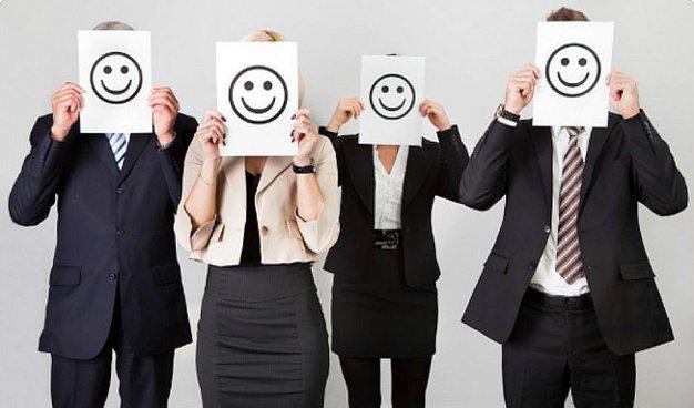 équipe tout sourire entreprise